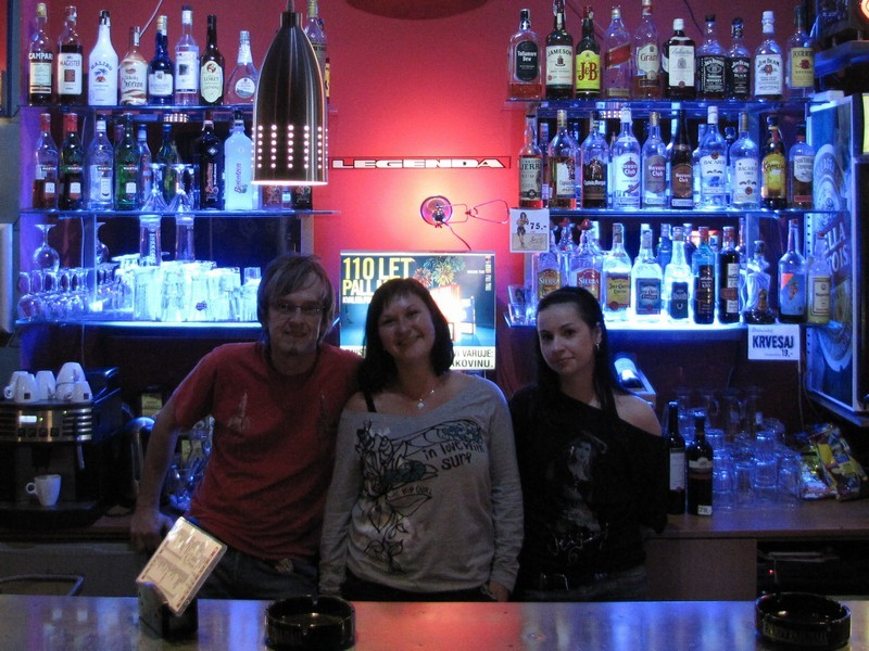 2009-10-10-Modry-bar-01